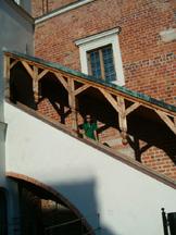 na ratuszowych schodach